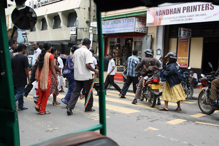 Shopping a Kandy.