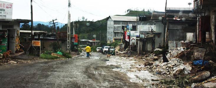 Strade devastate dalle piogge dell' inverno del 2011.