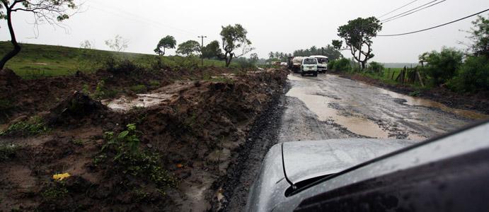 Da Ella a Tissa, strade nel sud di Sry Lanka devastate dalle piogge del 2011, ma comunque in cattive condizioni.