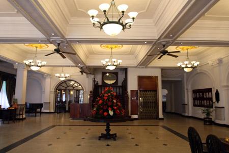 Queen's Hotel,  ingresso.