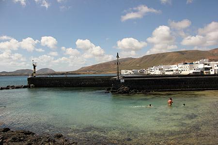 Arrieta spiaggia riparata dal vento; dove si può fare il bagno anche in pieno inverno.