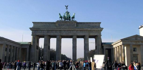 Berlino avanguardie cultura divertimento la - Berlino porta di brandeburgo ...