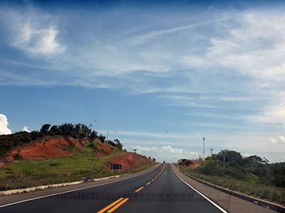 Brasile, la bella superstrada costiera a nord di San Paolo.