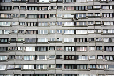 San Pietroburgo, case popolari del regime sovietico, oggi fatiscenti, ma ancora utilizzate dagli strati più poveri della popolazione.