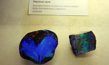 Londra, Museo di Scienze Naturali, opali di rara bellezza.