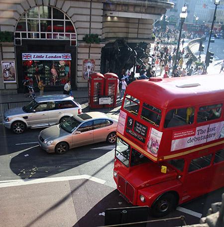 Londra, i famosi bus a due piani.