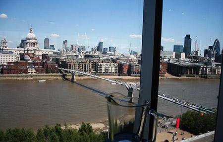 Londra, panorama dal ristorante della Tate Modern Gallery.