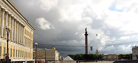 San Pietroburgo, colonna di Alessandro nella piazza dell'Ermitage.