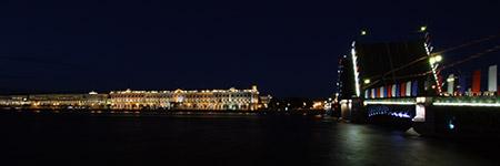 San Pietroburgo, vista dall'isola della Fortezza dei S.S. Pietro e Paolo, durante l'apertura dei ponti.