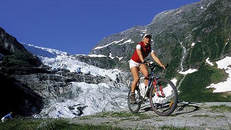 Norvegia 450 cycling-boyabreen-glacier-terje-rakke-nordic-life-as-fjord-norway-1400