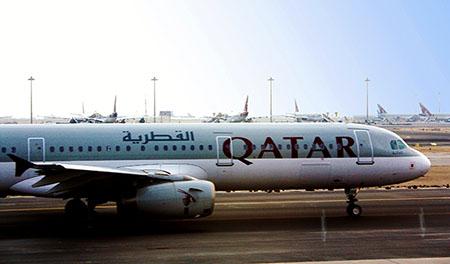 aereo 450 Quatar airlines in partenza da aeroporto di Doha