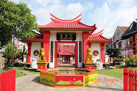 Bali Sigaraja Tempio Cinese sul mare z