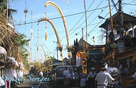 Bali strada addobbata per processione 1c