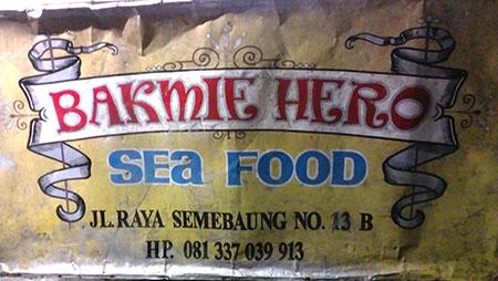 Bali street food da Labatu strada vecchia per arrivare a Kung di fronte alla pompa di benzina Portamina ok ok