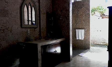FOTO BALI bagno con doccia esterna