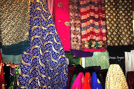 Qatar preziosi tessuti nel souk n