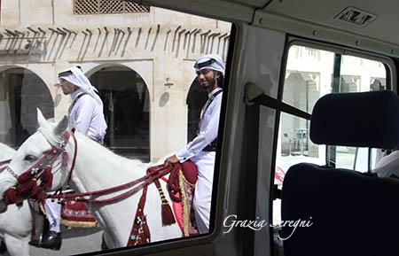 Qatar uomini a cavallo m