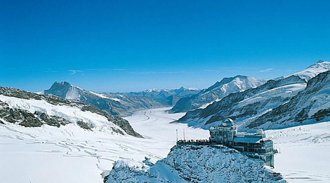 VALLESE: natura incontaminata, passeggiate, sci, gastronomia, terme e il ghiacciaio più grande delle Alpi.