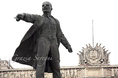 San Pietroburgo firmata casa dei soviet monumento a lenin primo piano