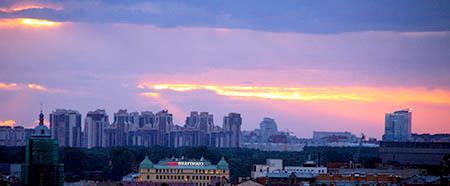 San Pietroburgo palazzi moderni al tramonto da s isacco