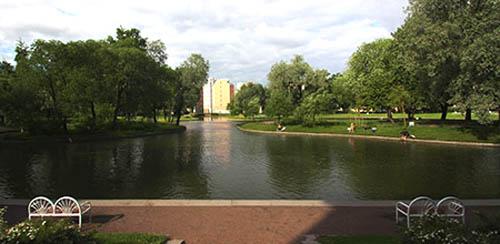 San Pietroburgo parco con laghi