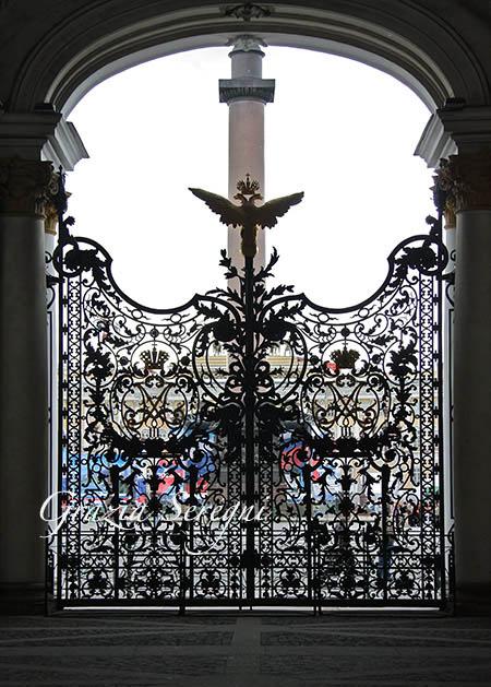 a S Pietroburgo cancello dell'Ermitage