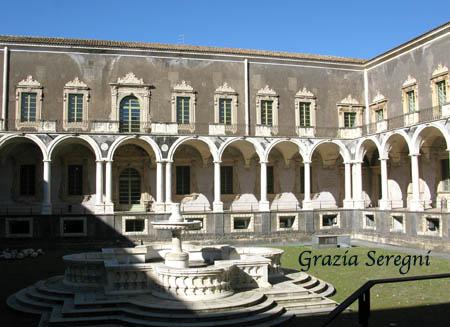 Catania Monastero Benedettini cortile