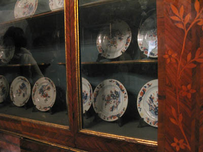 Catania Palazzo Bicari antico mobile con porcellane cinesi