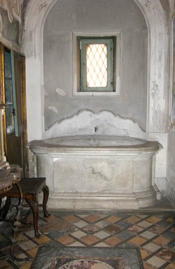 Catania palazzo Biscari bagno del 1500 antico