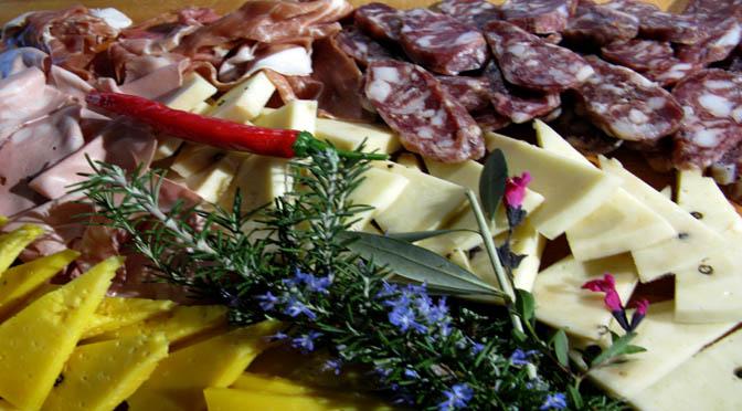 REGALI DI NATALE A ROMA E MILANO – AIUTIAMO I TERREMOTATI in Piazza Navona e in convento regali gastronomici