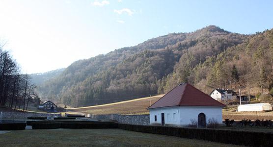 AA paesaggio sloveno senza neve