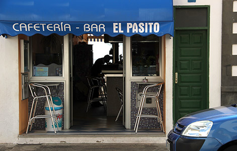Arrieta. Bar El Pasito con terrazza sul mare.