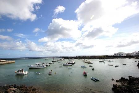 Il porto di Orzola, estrema punta nord a 40' di barca dall'Isola della Graciosa.