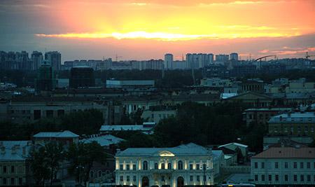San Pietroburgo, nelle notti bianche dalla cattedrale di Sant'Isacco.