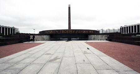 "San Pietroburgo, Monumento agli ""Eroici difensori di Leningrado"", ingresso."