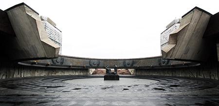 """San Pietroburgo, monumento agli """"Eroici difensori di Leningrado"""", statue all'interno del monumento."""