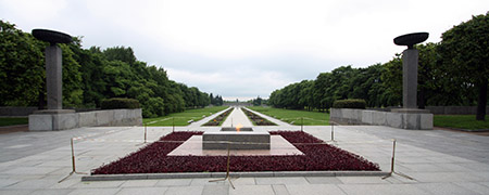 San Pietroburgo, Piskarevskoe, cimiterio della memoria; qui riposano migliaia di vittime dell'assedio durato 900 giorni.