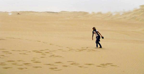 deserto DONNA E SABBIA IMPRONTE