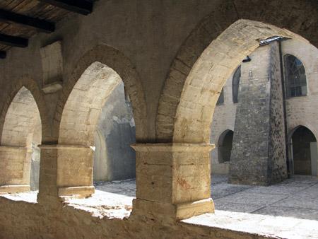 umb Monteleone di Spoleto chiostro archi