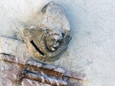 Monteleone. Complesso Monumentale di San Francesco. Chiostro, particolare.