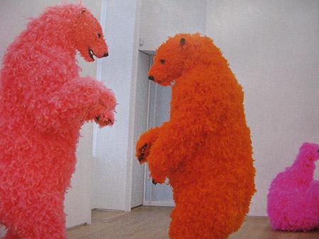 3 arte Galleria Emmanuel Pwrrotin; lavoro di Paola Pivi (Leone d'oro alla Biennale di Venezia
