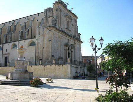 SICILIA Ferla chiesa nella piazza principale