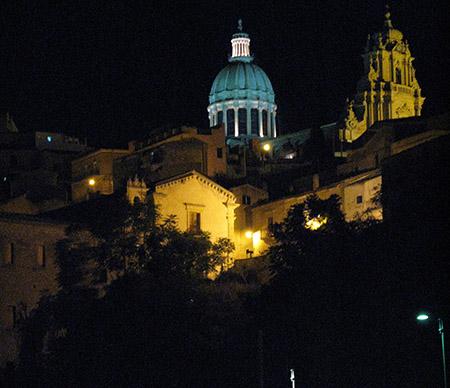 SICILIA Ibla-Ragusa panorama notturno dal ristorante Locanda Don Serafino