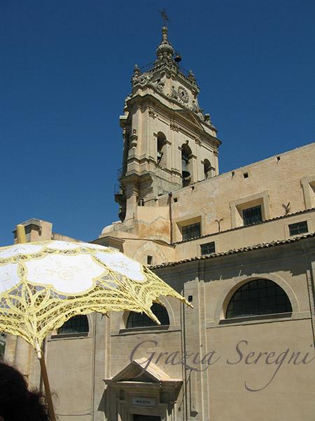 SICILIA Modica scorcio con ombrellino parasole