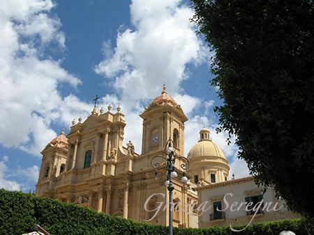 SICILIA Noto San Nicolò scorcio