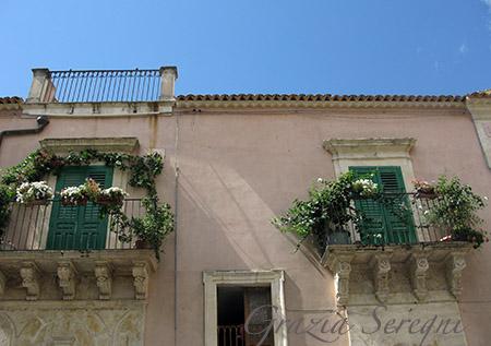SICILIA Noto balconi di corso Vittorio Emanuele
