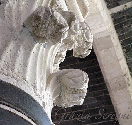 SICILIA Siracusa isola di Ortigia Castello Maniace particolare di capitello esempio di architettura sveva voluta da Federico II