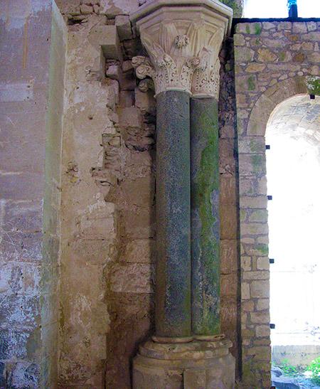 SICILIA Siracusa isola di Ortigia Castello Maniace paticolare di interno