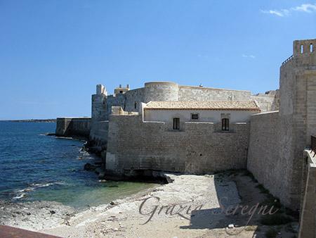 sicilia Siracusa isola di Ortigia Castello Maniace e parte dell'antico fossato