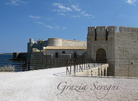 sicilia Siracusa isola di Ortigia Castello Maniace il ponte d'ingresso